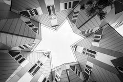 Современные кубические многоквартирные дома в голландском Kubus woning в Роттердаме, Нидерланд стоковые фотографии rf