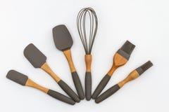 Современные кухонные приборы, комплект ложек выпечки торта стоковые изображения rf