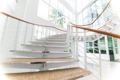 Современные лестницы с белым космосом Стоковое Фото