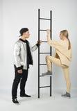 Современные модные пары битника с лестницей Стоковое Фото