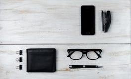 Современные мужские аксессуары и компьтер-книжка на белизне Стоковое фото RF