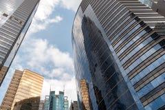 Современные небоскребы офиса на Sheung болезненном Гонконге с голубым небом Стоковая Фотография RF