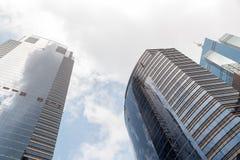 Современные небоскребы офиса на Sheung болезненном Гонконге с голубым небом Стоковые Фото