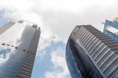 Современные небоскребы офиса на Sheung болезненном Гонконге с голубым небом Стоковое Изображение RF
