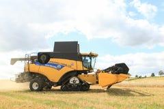 Современные новые урожаи вырезывания жатки зернокомбайна Голландии Стоковое Изображение RF
