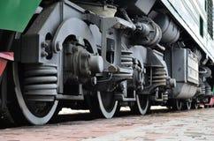 Современные локомотивные колеса стоковое изображение rf