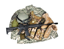 Современные оружия и воинское оборудование изолированные на белой предпосылке Стоковые Фотографии RF