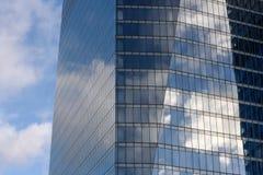 Современные отражения стекла офисного здания Стоковое Изображение