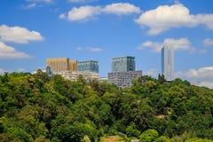 Современные офисные здания на холме Стоковое Изображение RF