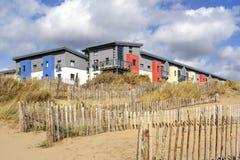 Современные побережь квартиры с видами на море стоковые фотографии rf