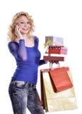 Современные покупки молодой женщины и говорить на клетке Стоковая Фотография