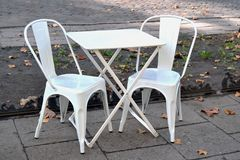 Современные стулья металла кофейни Стоковая Фотография RF