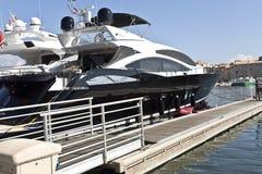 Современные супер яхты роскоши стоковые изображения rf