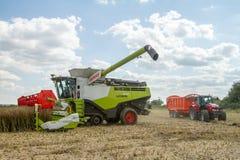 Современные урожаи вырезывания жатки зернокомбайна claas Стоковое Изображение