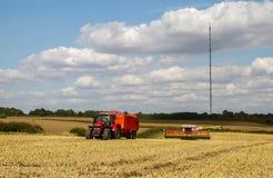 Современные урожаи вырезывания жатки зернокомбайна claas Стоковые Фото
