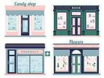 Современные установленные магазины Фасад магазина конфеты и городской книжный магазин Местный розничный бутик фармации и цветков  Стоковое фото RF