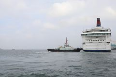 современные финансовый район и туристическое судно, Гонконг ashurbanipal Стоковая Фотография RF