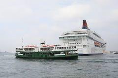 современные финансовый район и туристическое судно, Гонконг ashurbanipal Стоковое фото RF