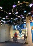 Современные экраны и участвуя музей Стоковое Изображение RF