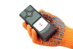 Современный лазер измеряя вровень в руке с перчаткой стоковые изображения