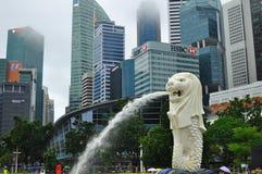 Современный архитектурный дизайн в здании подъема Сингапура высоком финансового и финансового района стоковое фото rf