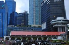 Современный архитектурный дизайн в здании подъема Сингапура высоком финансового и финансового района стоковое фото