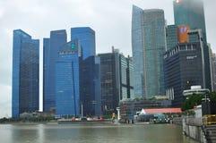 Современный архитектурный дизайн в здании подъема Сингапура высоком финансового и финансового района стоковые изображения rf