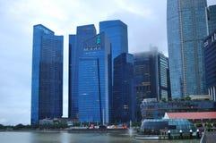 Современный архитектурный дизайн в здании подъема Сингапура высоком финансового и финансового района стоковые фото
