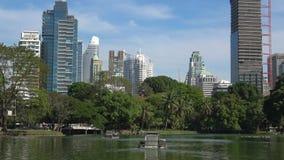 Современный Бангкок Взгляд от парка Lumpini r