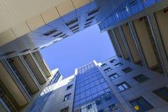 Современный бизнес-центр, взгляд снизу Стоковое Фото
