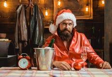 Современный взгляд Санта в камере Битник Санта Клаус праздники рождества счастливые веселые стоковые изображения rf