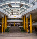 Современный взгляд интерьера офисного здания Стоковые Фото