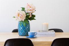 Современный внутренний обеденный стол горизонтальный Стоковое Изображение RF