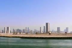 Современный город с небоскребами на речном береге Стоковое Фото
