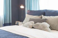 Современный голубой дизайн интерьера спальни тона цвета Стоковое Изображение