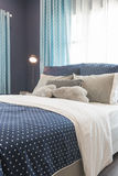 Современный голубой дизайн интерьера спальни тона цвета Стоковые Фотографии RF
