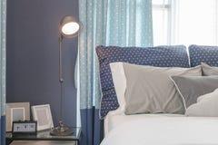 Современный голубой дизайн интерьера спальни тона цвета Стоковые Изображения RF