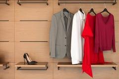 Современный деревянный шкаф с одеждами и ботинками Стоковая Фотография