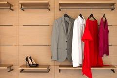 Современный деревянный шкаф с одеждами и ботинками Стоковые Изображения