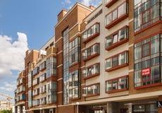 Современный жилой дом от жилого аквамарина жилой смеси в Москве, России Стоковые Изображения