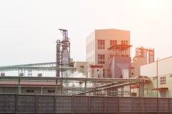 Современный завод по обработке сульфата отбеленой целлюлозы, внешний, целлюлоза стоковые фото