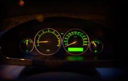 Современный загоренный зеленый пульт управления автомобиля, дисплей приборной панели Стоковое Фото