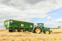 Современный зеленый трактор John Deere 6190r Стоковые Фото