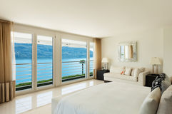 Современный дизайн интерьера, спальня Стоковые Изображения RF