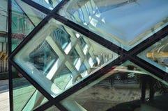 Современный дизайн окна и изогнутые стеклянные панели Стоковое Фото