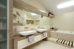 Современный интерьер. Ванная комната Стоковые Изображения