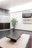 Современный интерьер комнаты в ярких цветах Стоковое Изображение RF