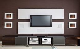 Современный интерьер комнаты домашнего театра с плоским экраном TV Стоковые Изображения RF