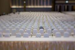 современный интерьер конференц-зала с белыми стульями Конференц-зал Стоковые Фото
