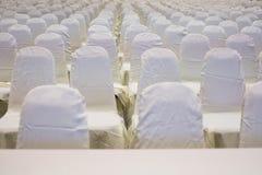 современный интерьер конференц-зала с белыми стульями Конференц-зал Стоковая Фотография